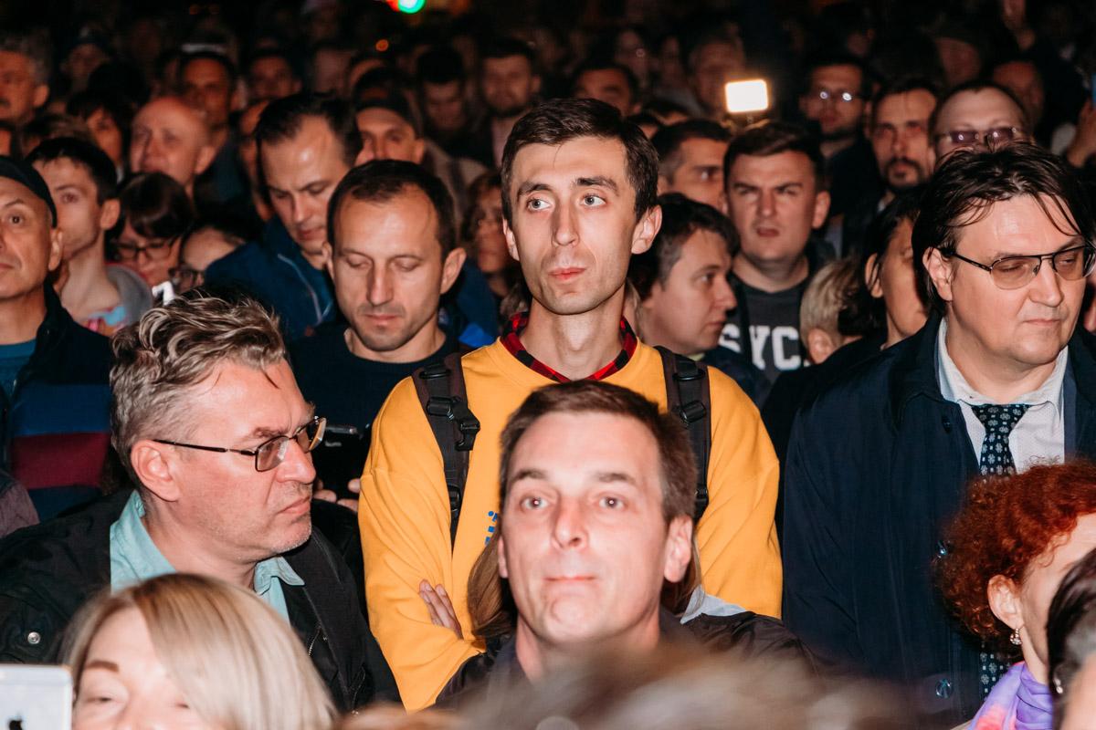 Люди массово скандировали лозунги протеста против нынешней власти и против Путина