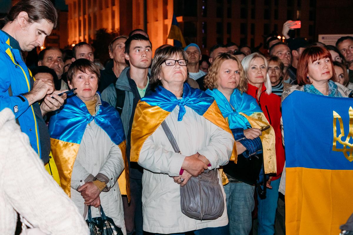 К 20:00 на Майдане собрались около тысячи митингующих