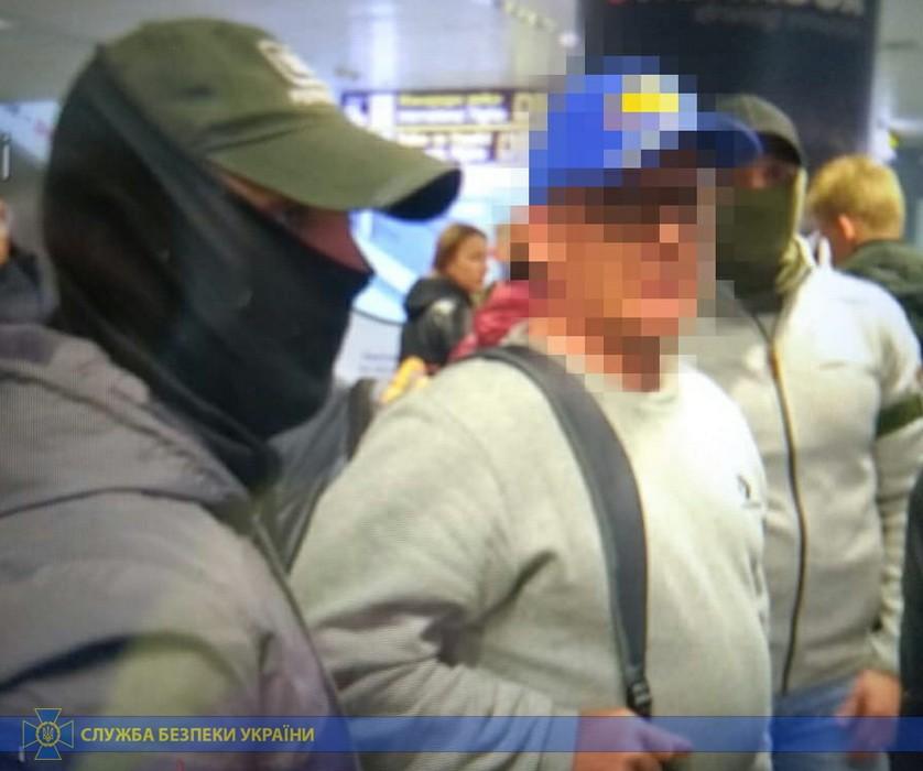 В аэропорту задержали экс-министра
