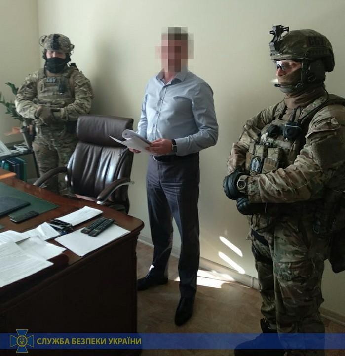 Предварительно, задержанным экс-чиновником является Юрий Бровченко