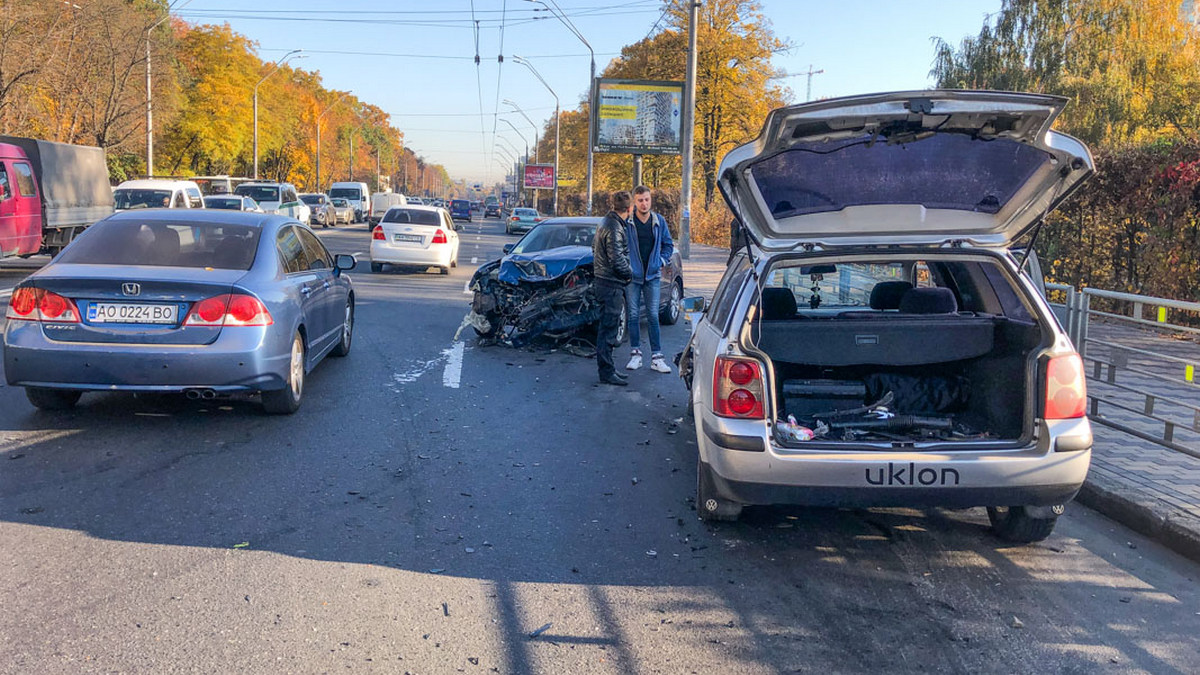 В Киеве Mazda не разминулась с такси