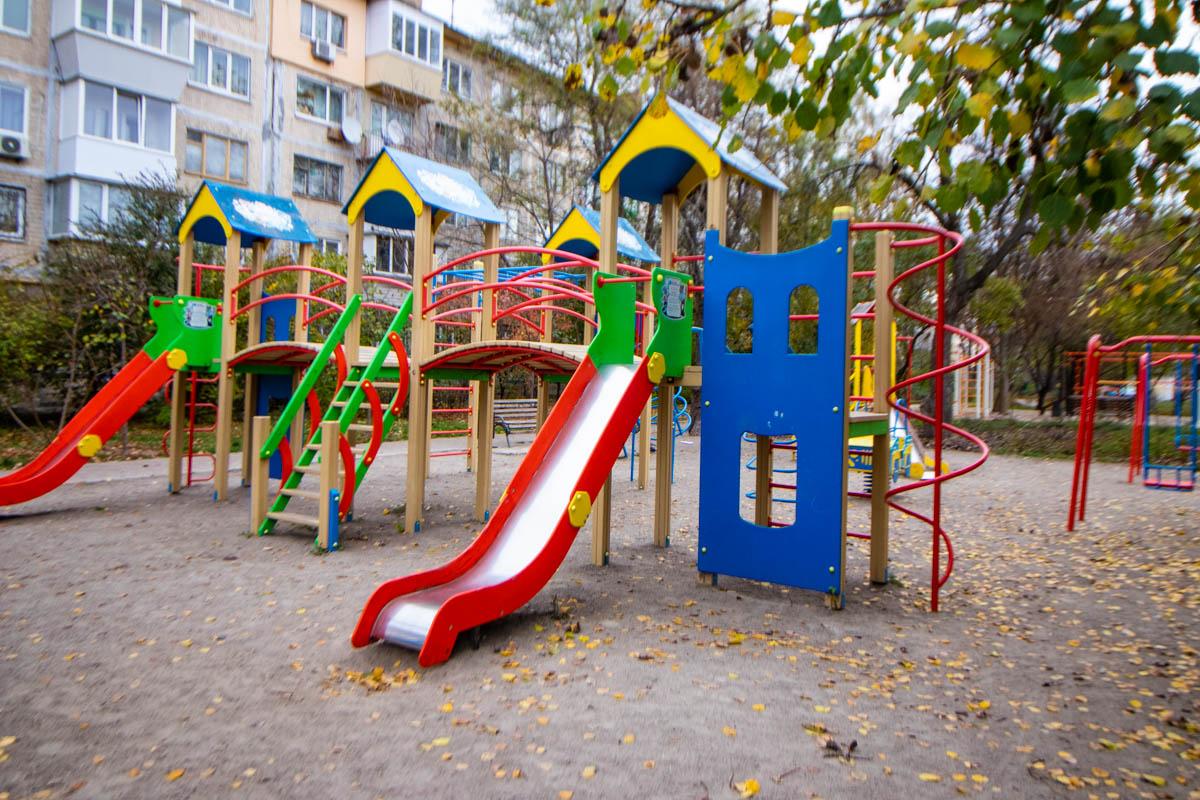 30 октября в Киеве по адресу улица Соломенская, 28 на детской площадке ножом ранили мужчину
