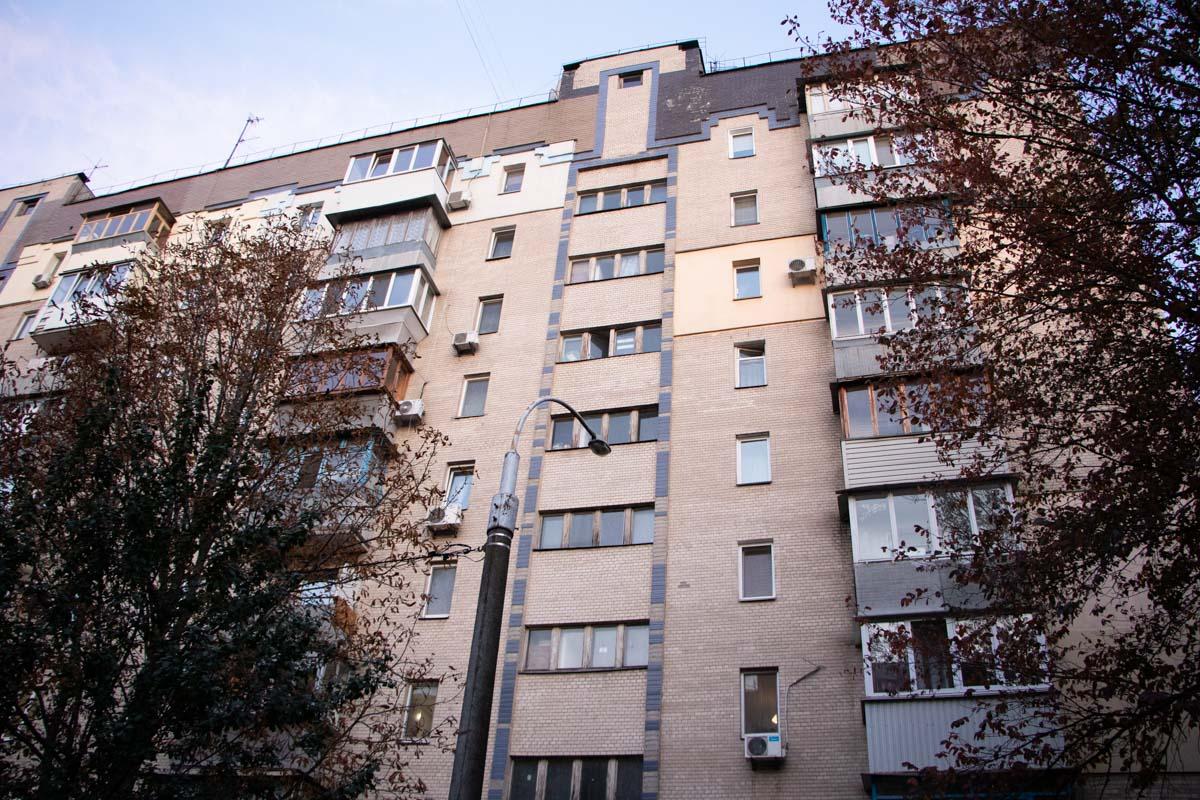Ранним утром 3 октября в Киеве по адресу улица Новополевая, 97а нашли труп молодого парня
