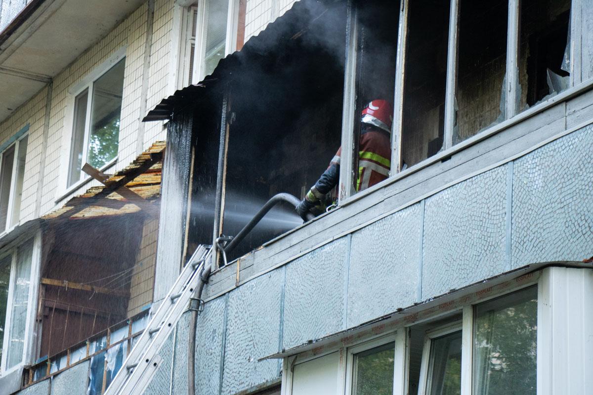 Первый пожар локализовали в 16:01 и в 16:28 полностью ликвидировали его