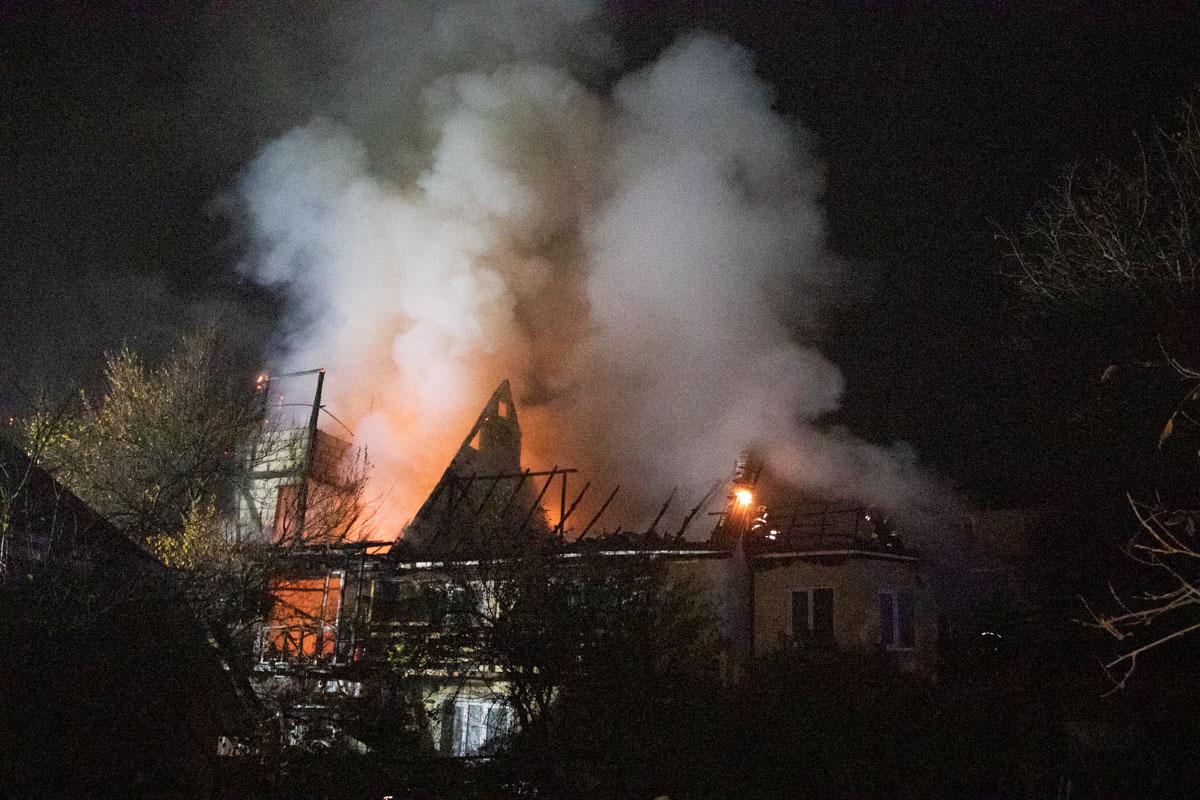 По словам местных жителей, горевший дом был почти достроен