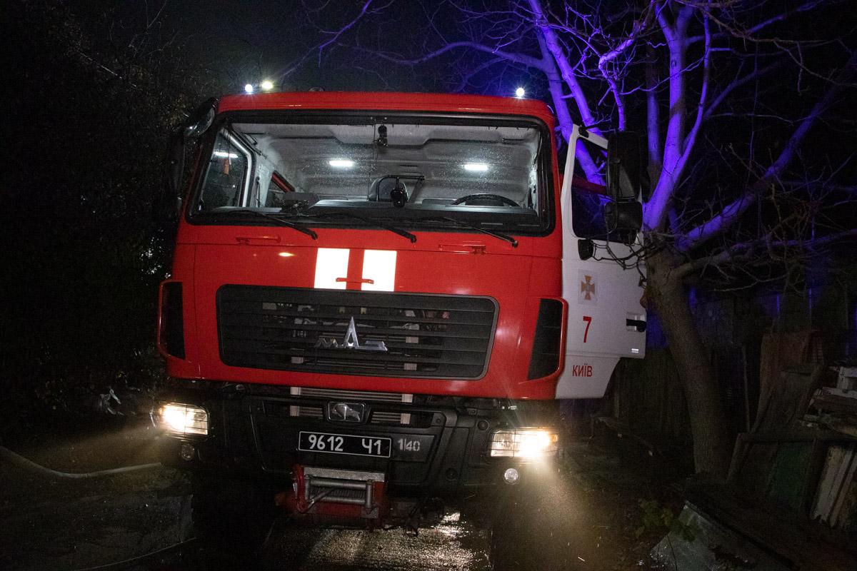 Ликвидацией пожара занимались более 40 спасателей и 10 единиц спецтехники