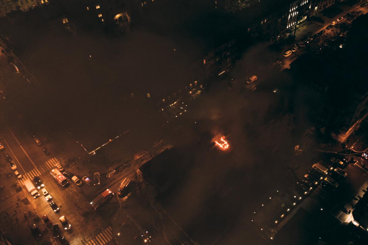 По состоянию на 22:50 пожар еще не удалось локализовать