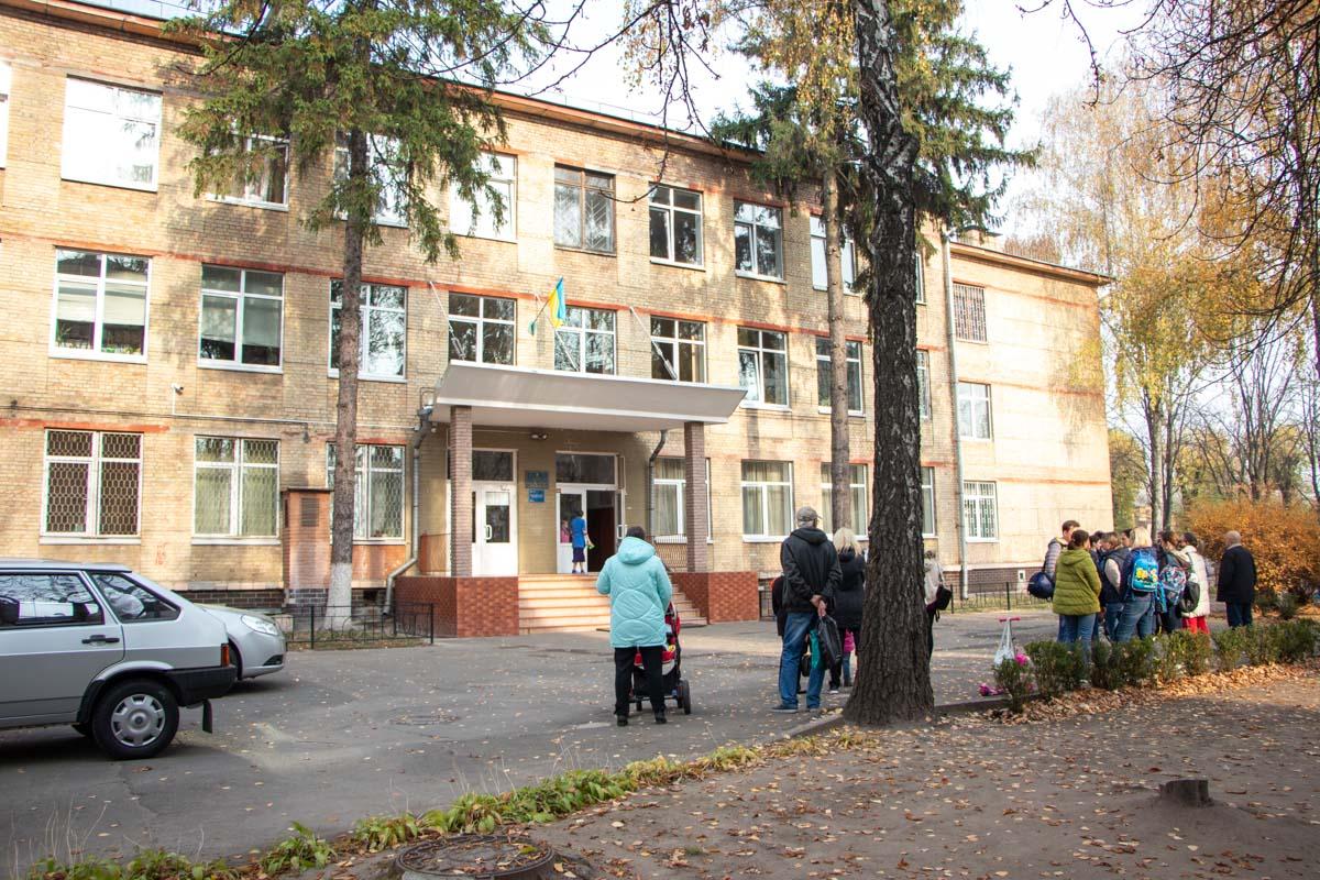 В школе №173 из окна упала девочка