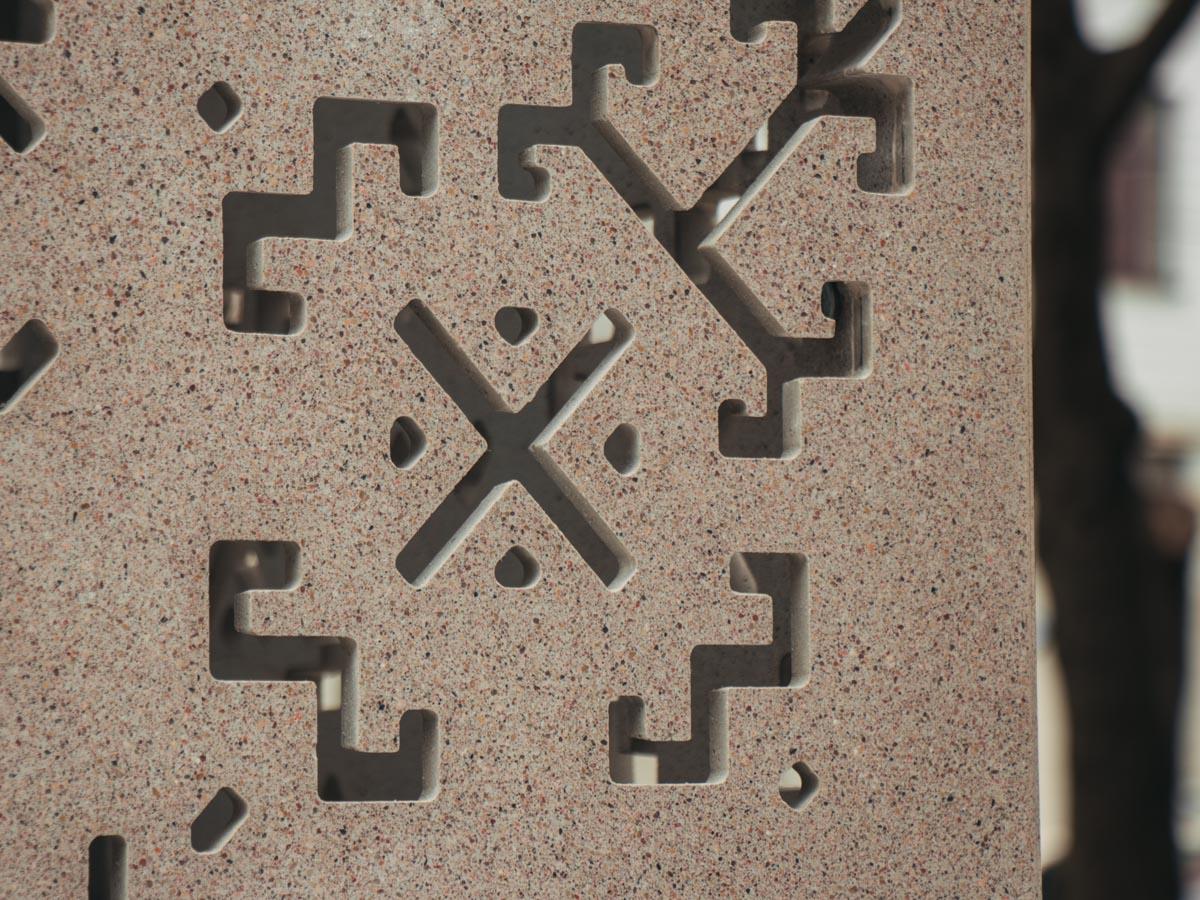 На стелле изображены древние символы