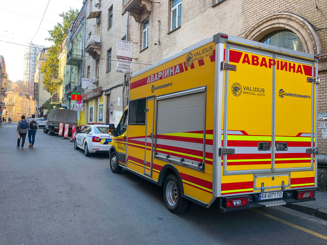 На месте дежурят аварийная служба и патрульная полиция