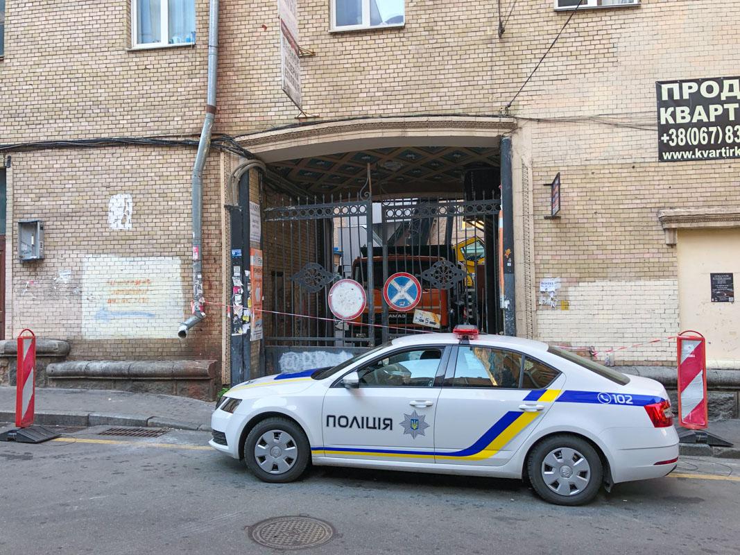 Как сообщил Кличко, до вечера 19 октября коммунальщики снесут конструкцию
