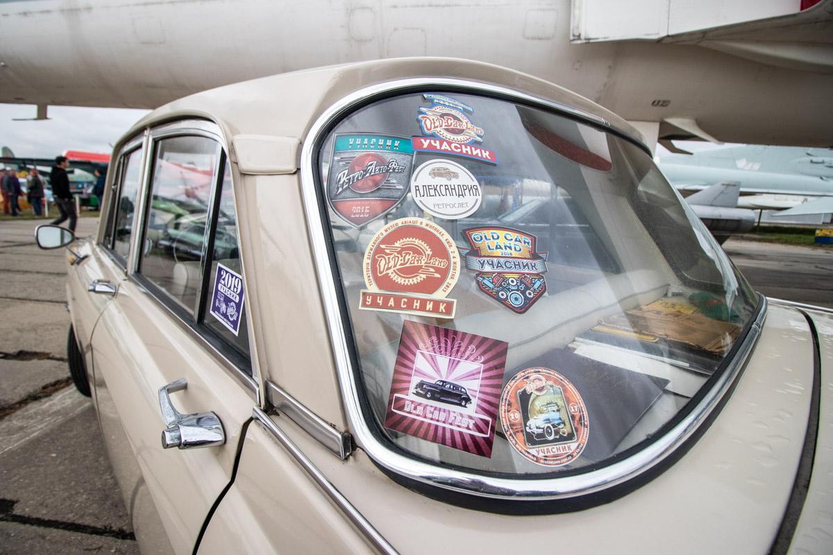 На этом фестивале есть уже заслуженные машины-ветераны предыдущих Old Car Land'ов