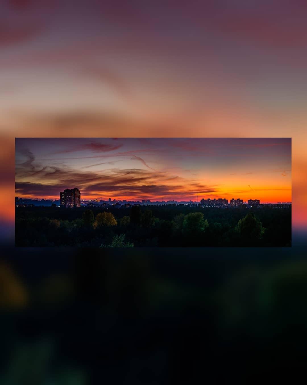 @p_belskyi сделал волшебную панораму заката. Благо, октябрь регулярно создает впечатляющие полотна, подобные этому