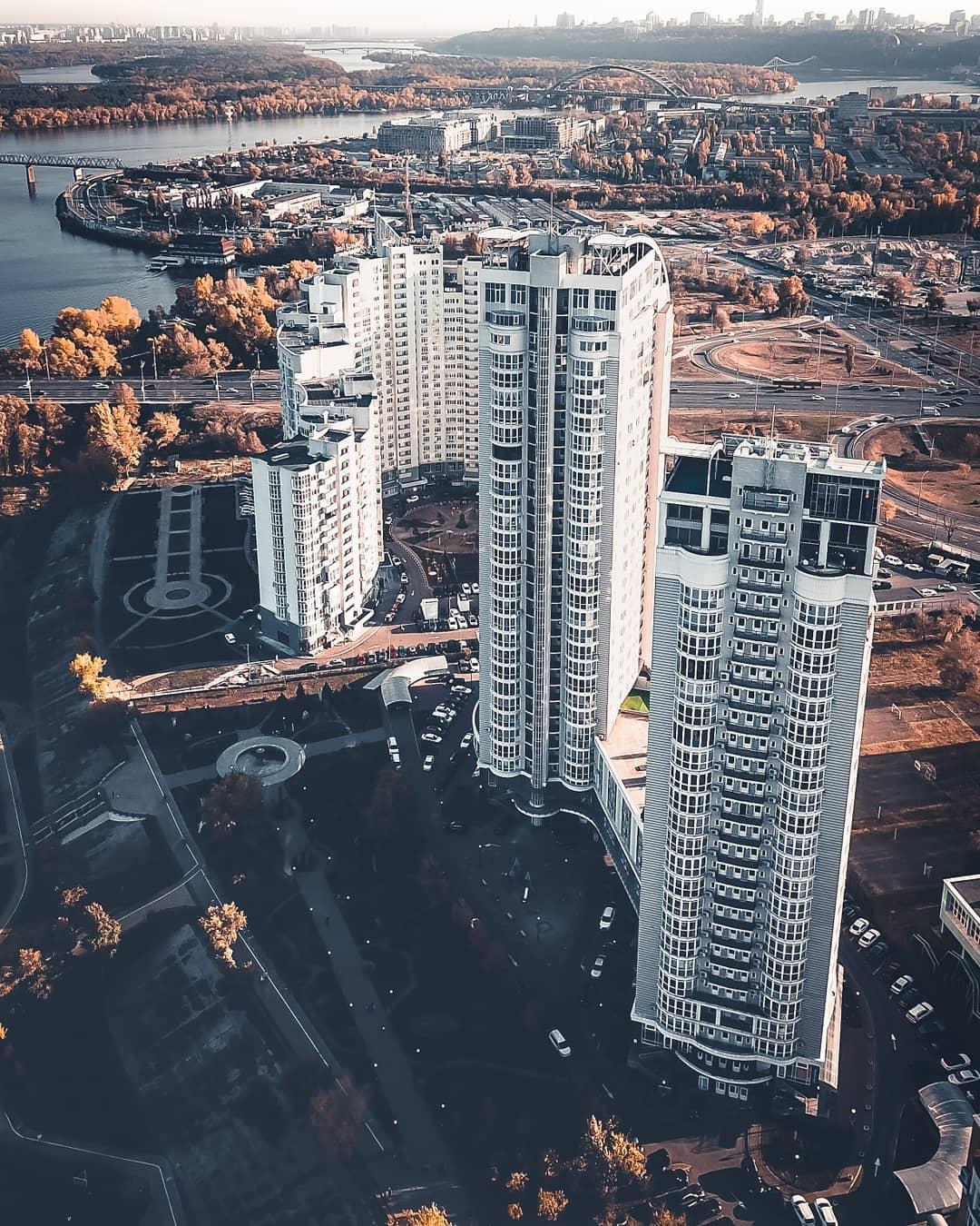 Если вам кажется, что в Киеве очень душно - вы просто смотрите не с той перспективы. @anufriev.photo показывает, что пространства в столице хоть отбавляй