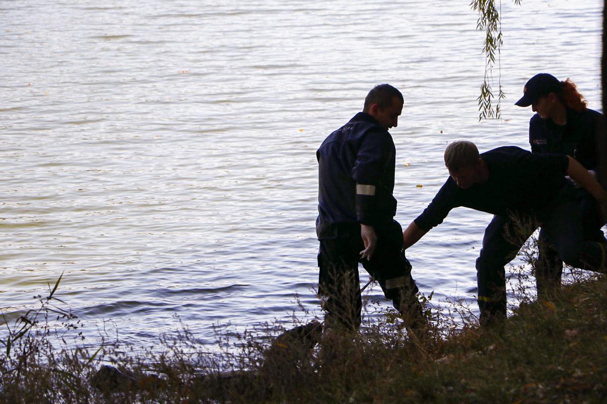 """Водолазы из озера """"Радуга"""" достали тело мужчины"""
