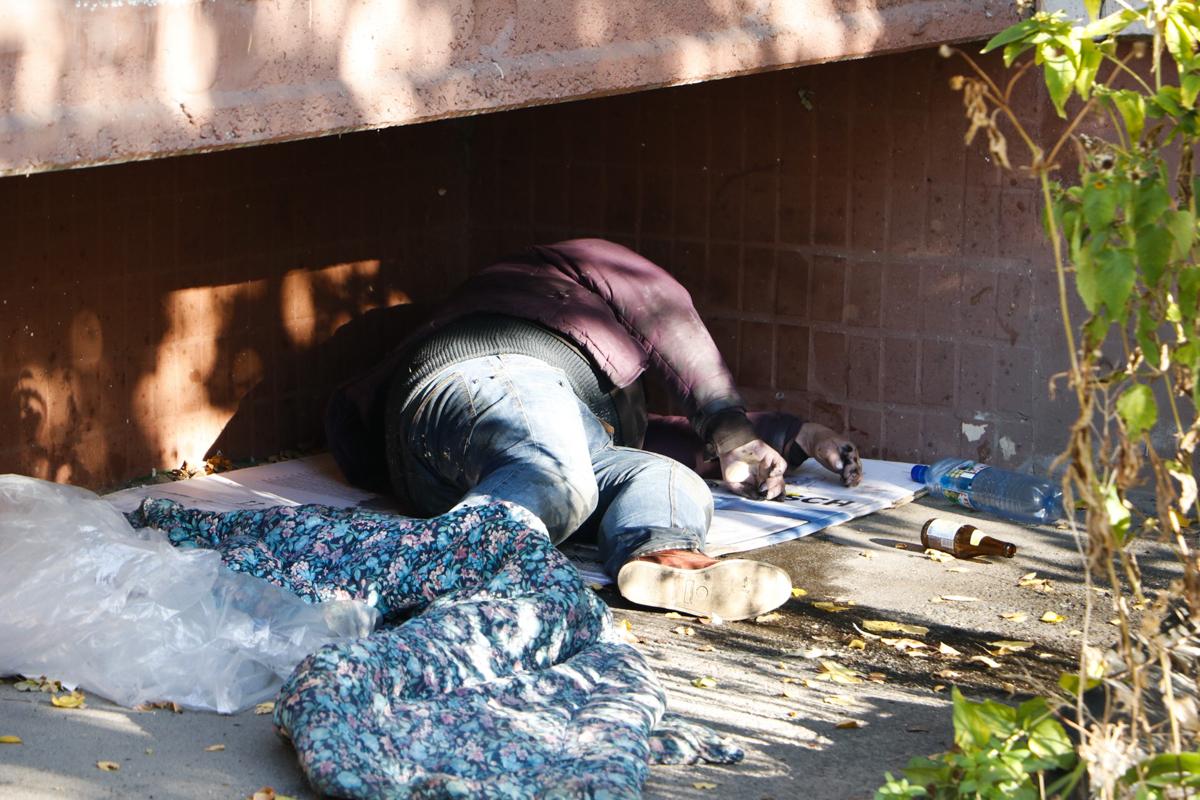 В Киеве по адресу переулок Демеевский, 8 местные жители обнаружили мертвого мужчину