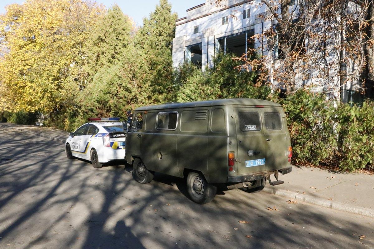 На Куреневке местные жители обнаружили разлагающийся труп мужчины