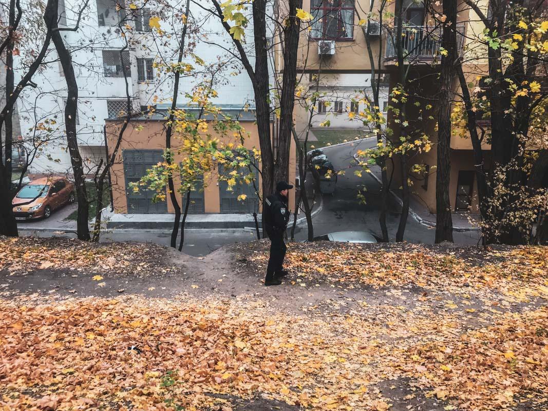 21 октября в Киеве по адресу улица Евгения Коновальца, 36а прохожий нашел труп молодого парня