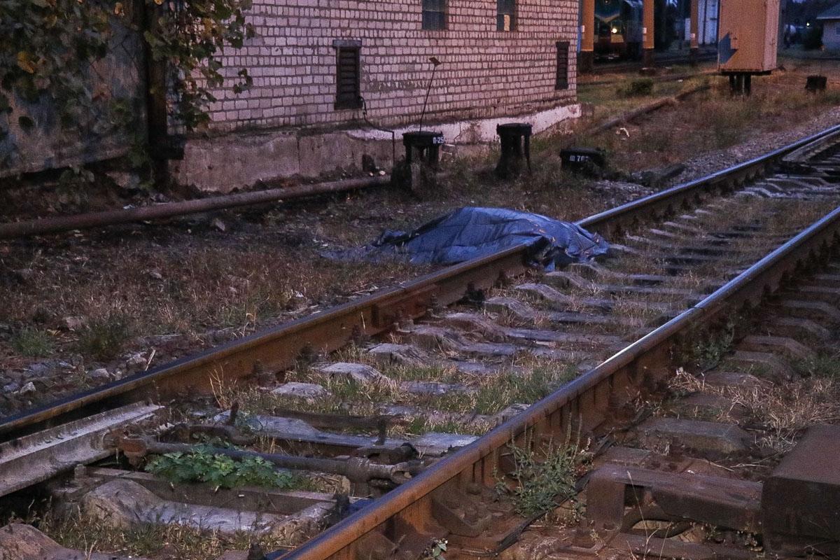 7 октября недалеко от улицы Привокзальной, на территории Дарницкого железнодорожного депо, нашли труп женщины