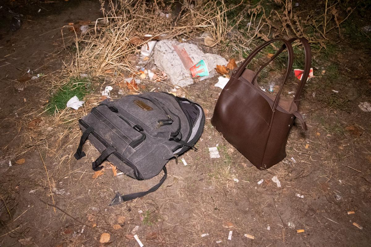 Он пытался убежать с женской сумочкой, которую вырвал у прохожей