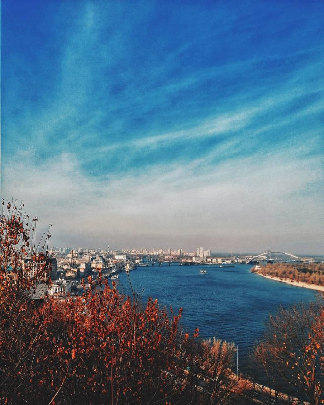Один миг - и ноябрь сгущает краски. Фото: @imdeltal