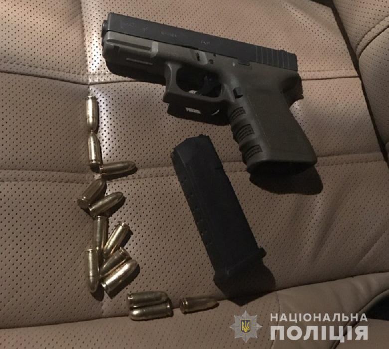 В Киеве иностранец возил в Range Rover пистолет и боевые патроны