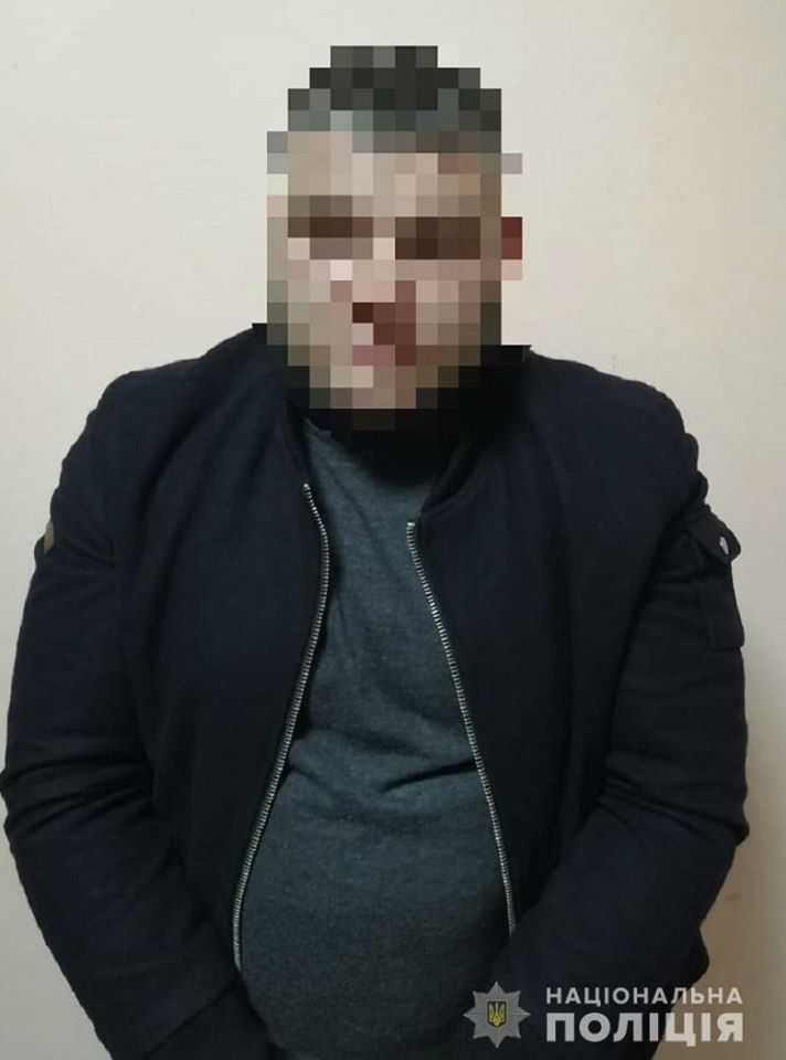 В Киеве на вокзале мужчина пырнул ножом в живот знакомого