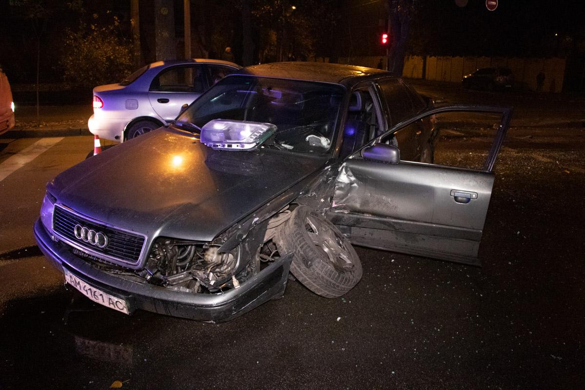 В Киеве на пересечении Щусева и Берлинского столкнулись Audi и полицейский Logan