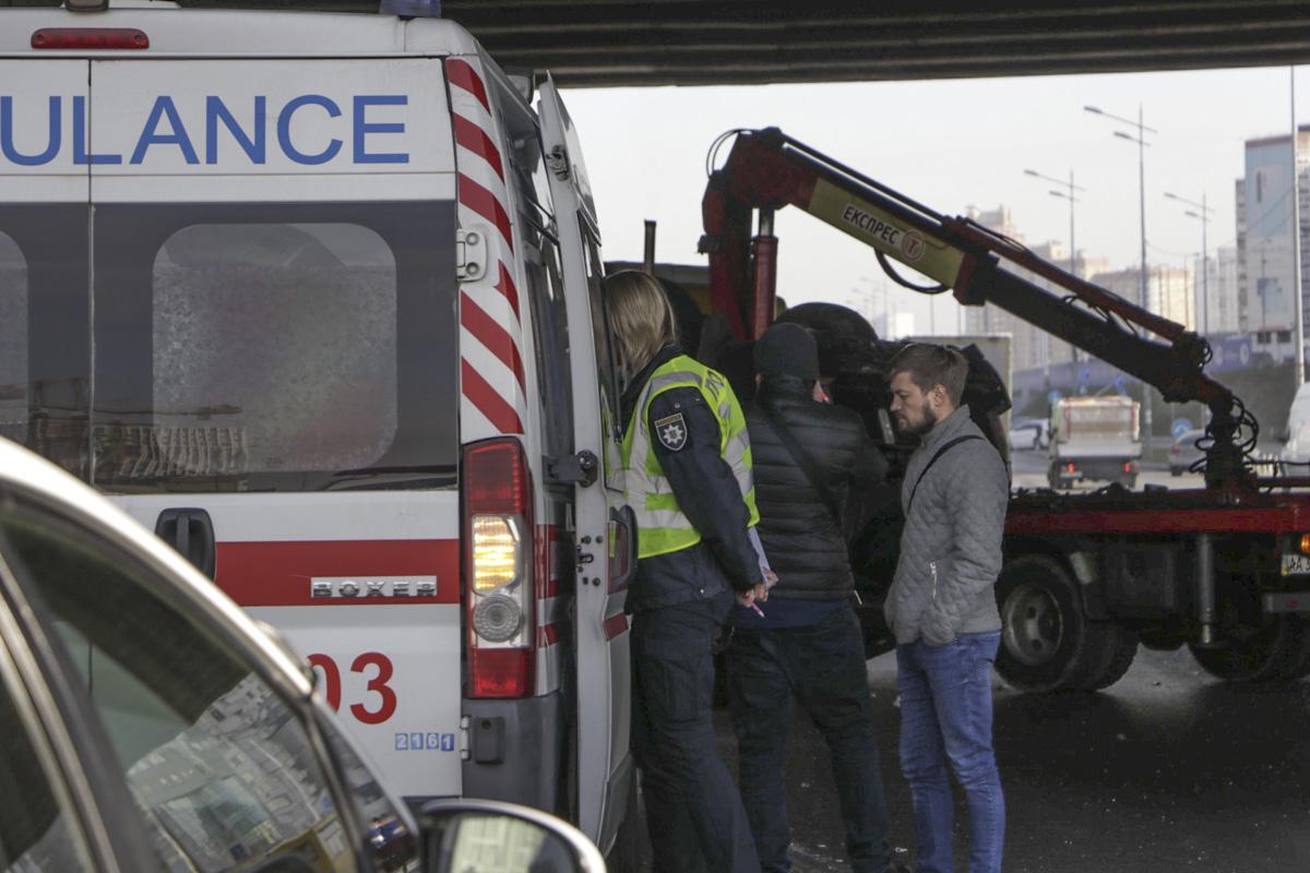 На месте работали экипажи патрульной полиции и медики