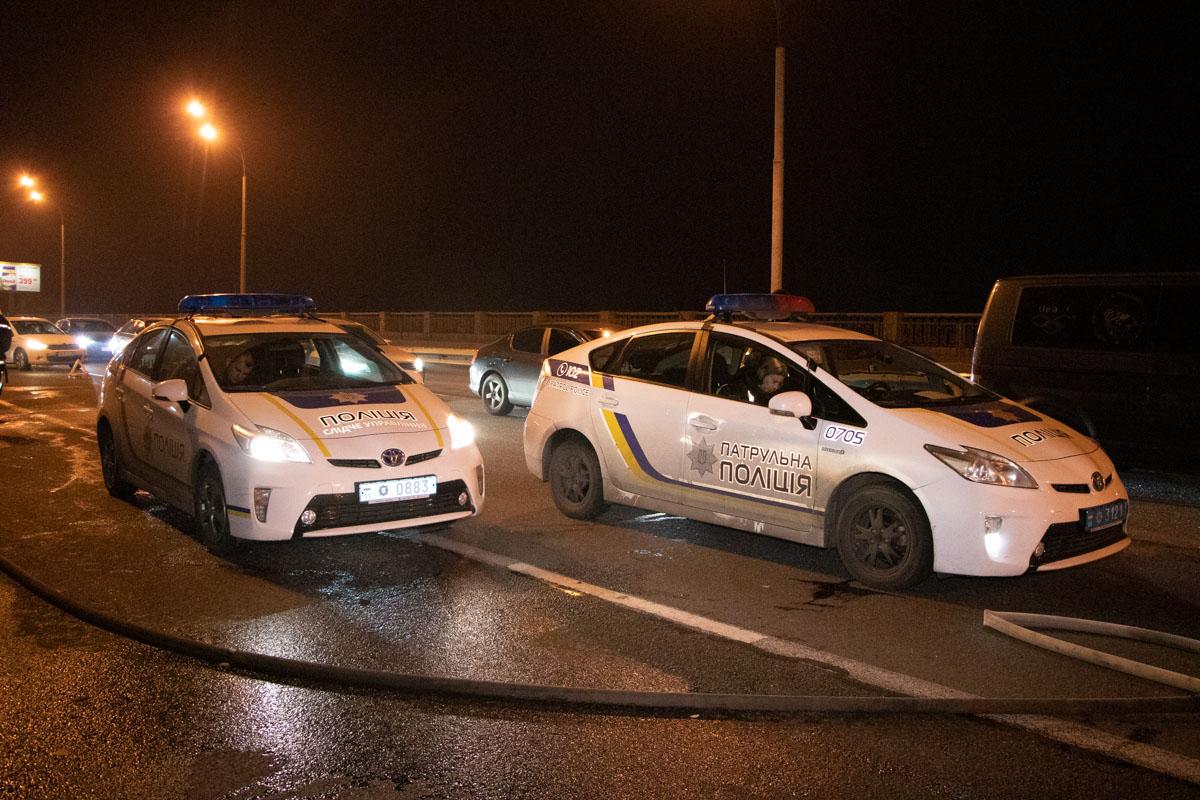 На месте работали полицейские, движение в сторону центра столицы затруднено