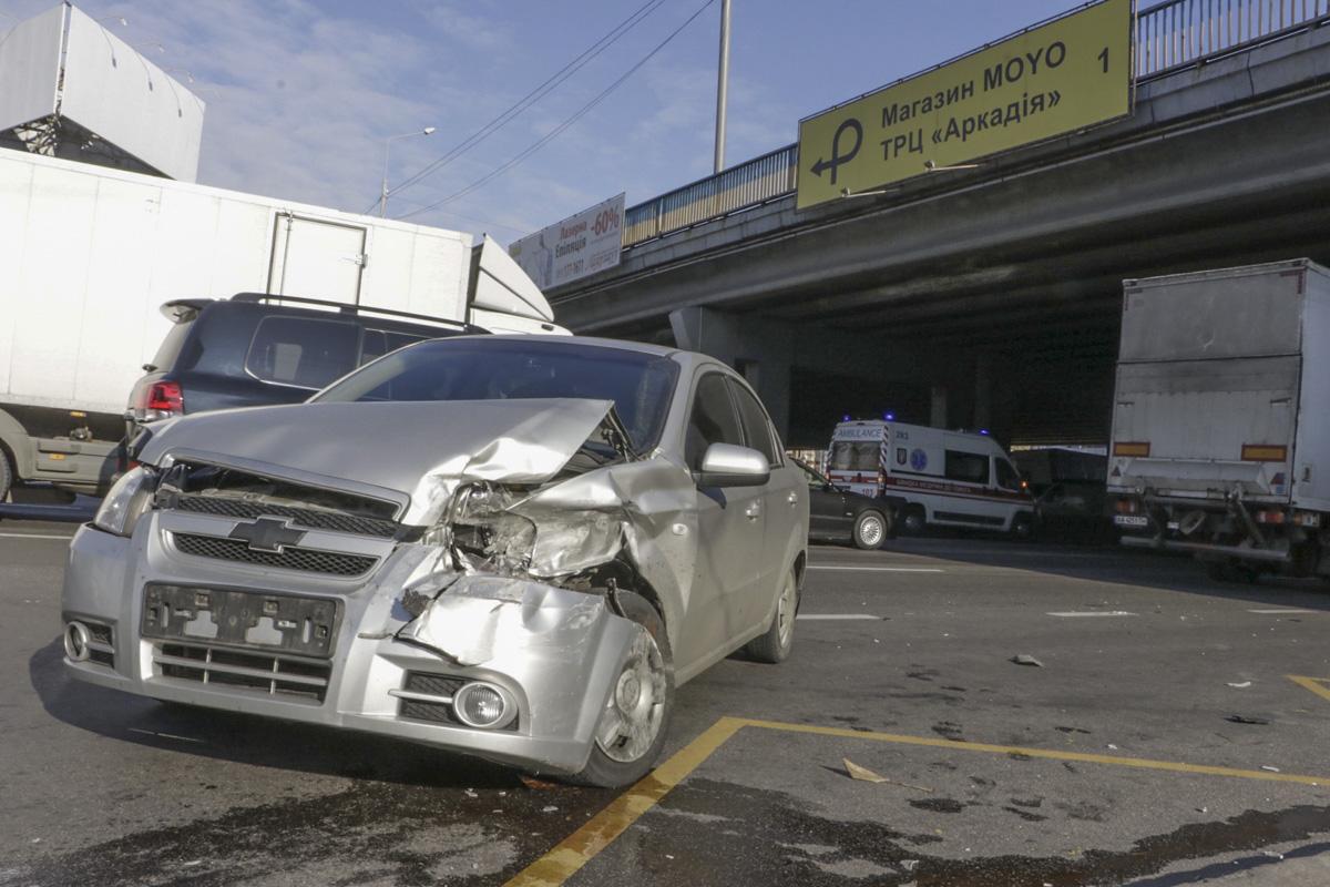 Столкнулись Range Rover и Chevrolet Aveo