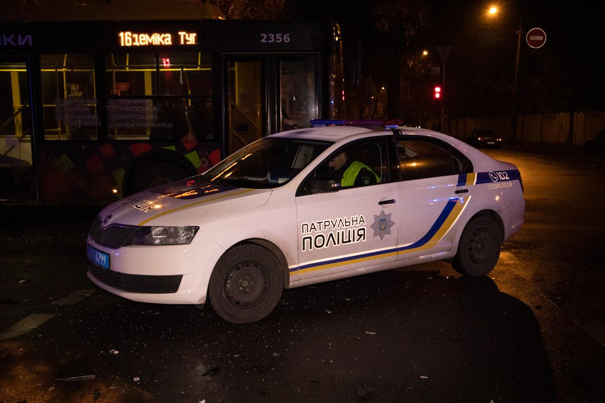 Также на месте работали несколько экипажей патрульной полиции