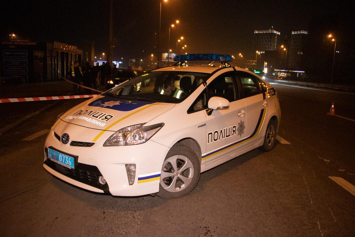 Также на месте работали два экипажа патрульной полиции и сотрудники следственного управления