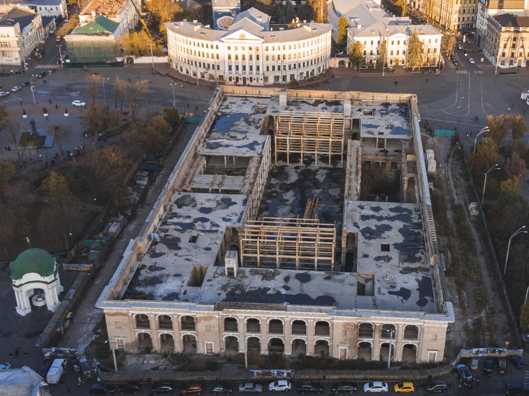 В Киеве на Подоле есть всем известное здание, которое вызывает больше вопросов, чем ответов