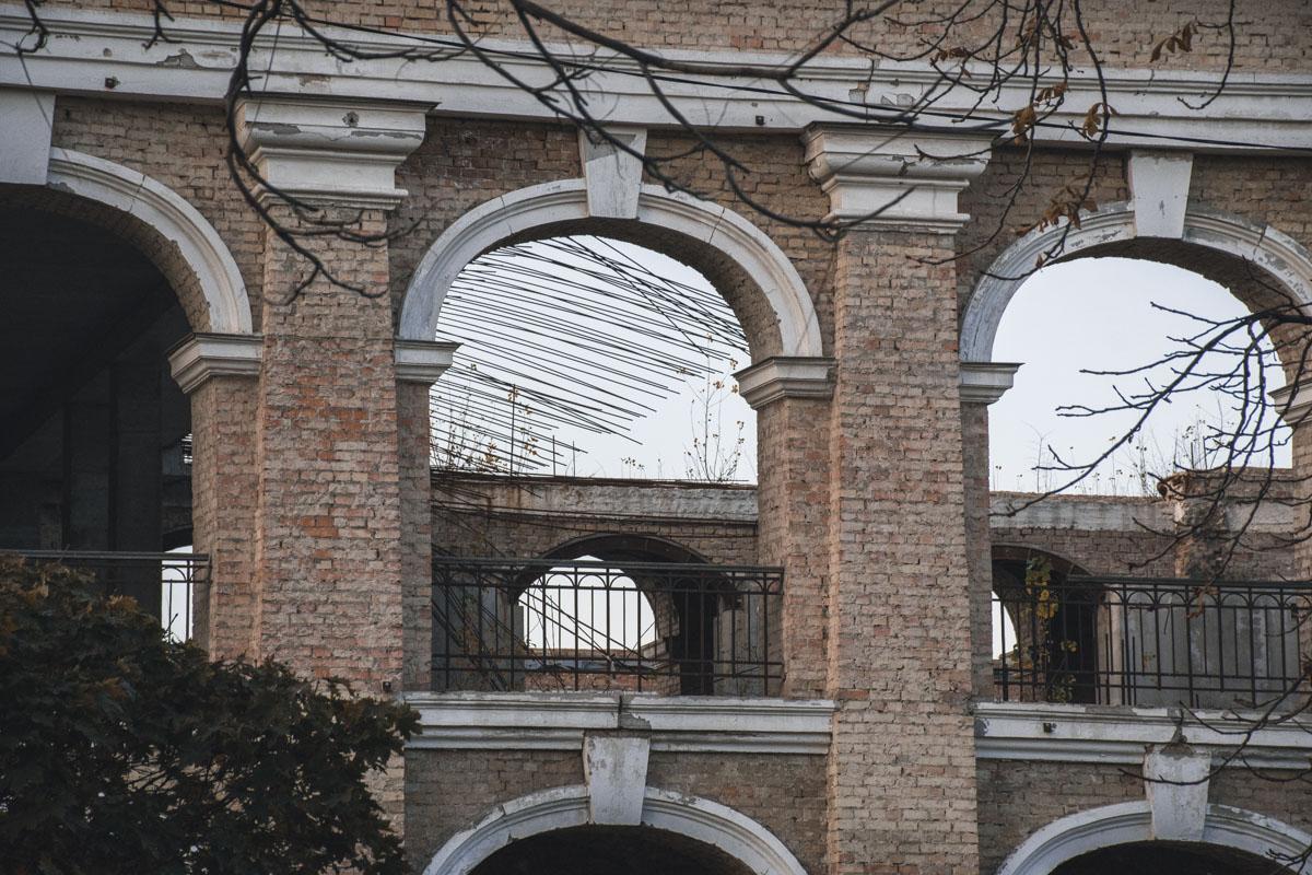 Все это было сделано для того, чтобы государство передало Гостиный двор в собственность города для проведения реставрации