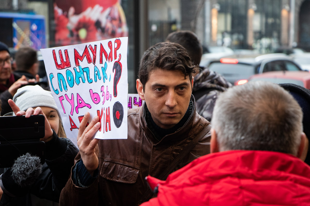 Активисты требовали оставить здание собственностью города