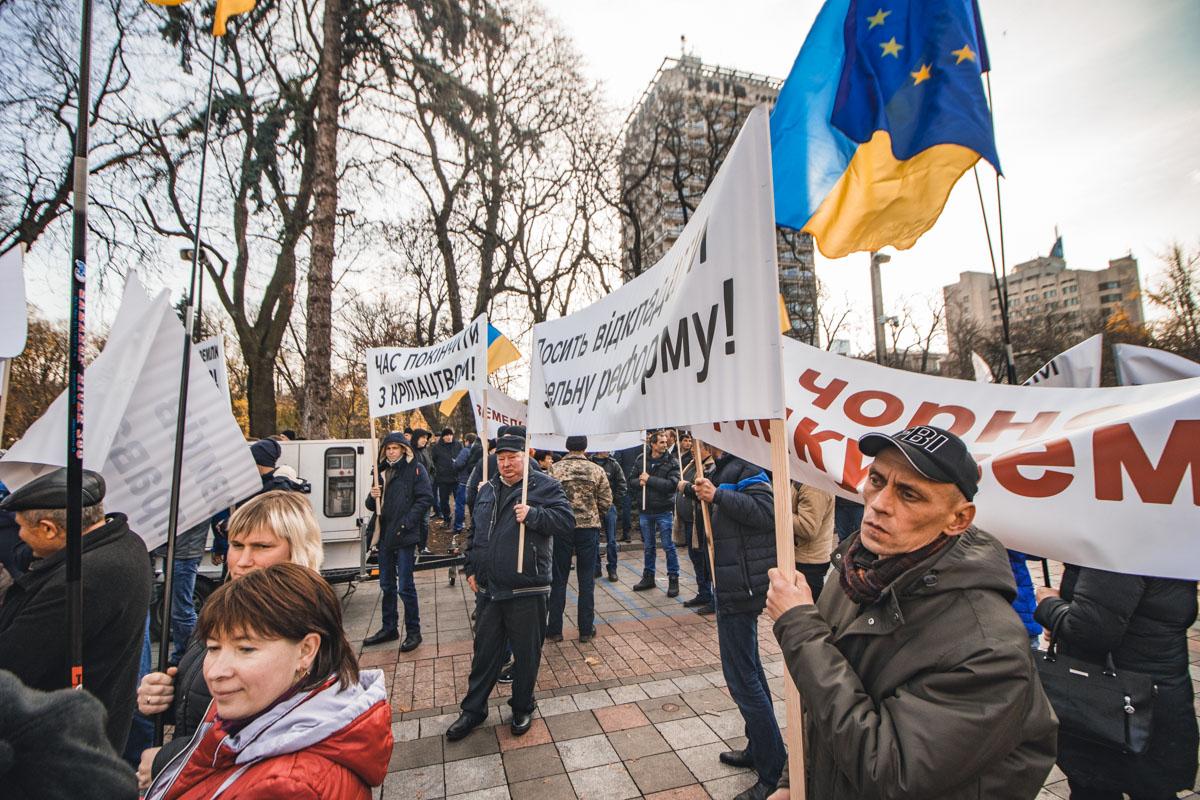 Митингующие выступают за продажу земли Украины