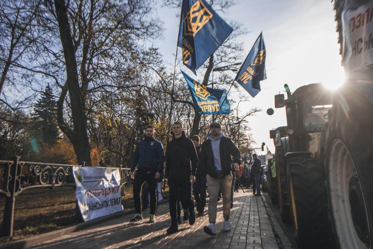 Национальный корпус идет на митинг