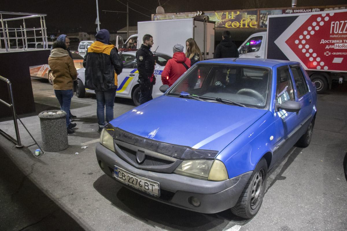 Патрульные обратили внимание на автомобиль Dacia, который врезался в здание по адресу улица Закревского, 61/2