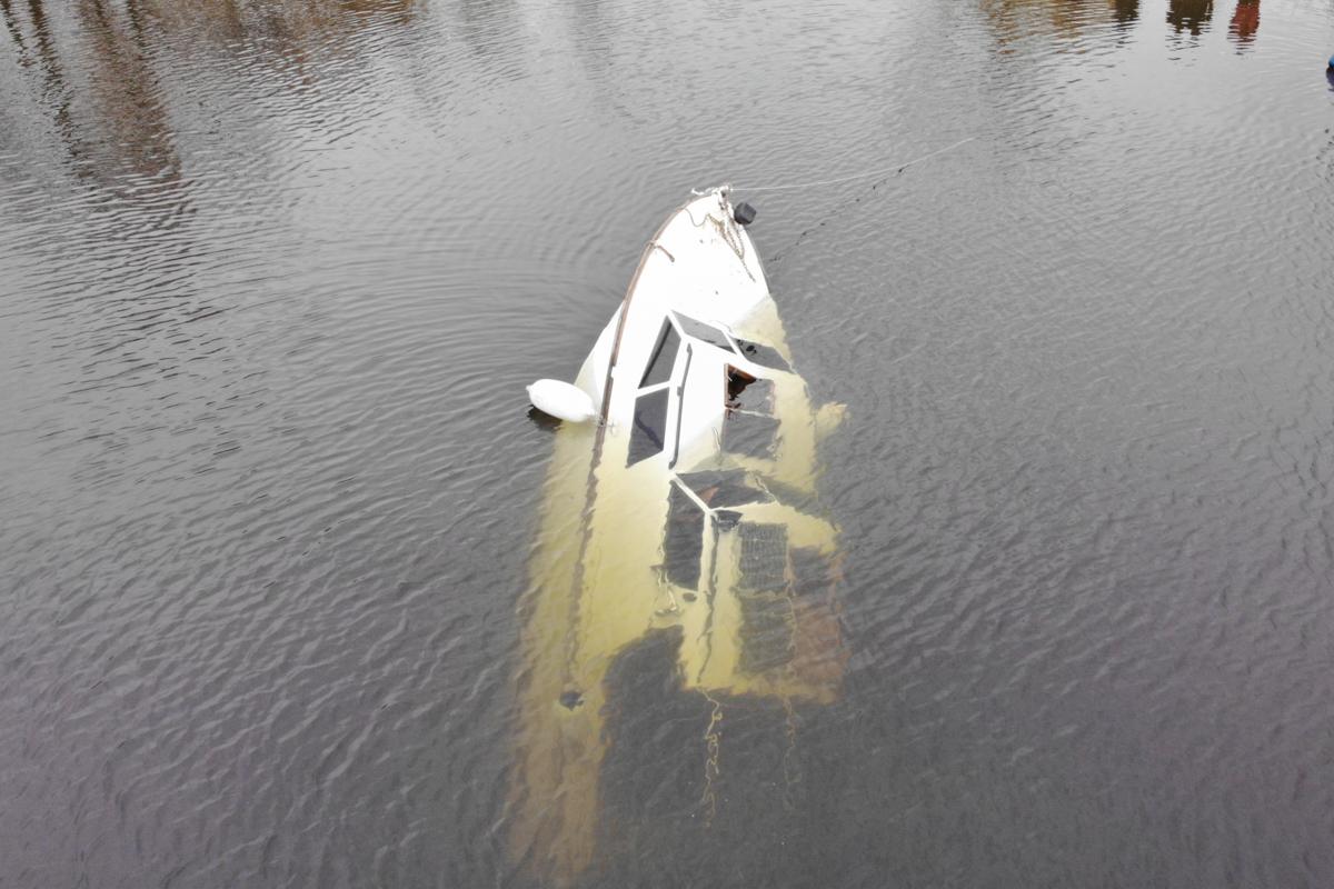 В Оболонском районе парни утопили яхту