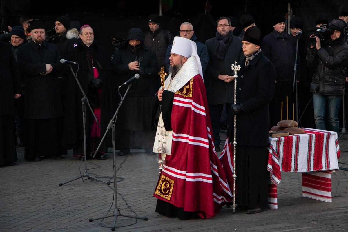 Мероприятие началось с панихиды предстоятелей украинских христианских церквей