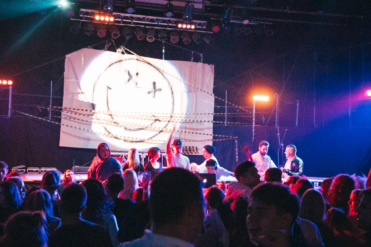 По этой причине большое количество клубов в Киеве устраивают шумные вечеринки