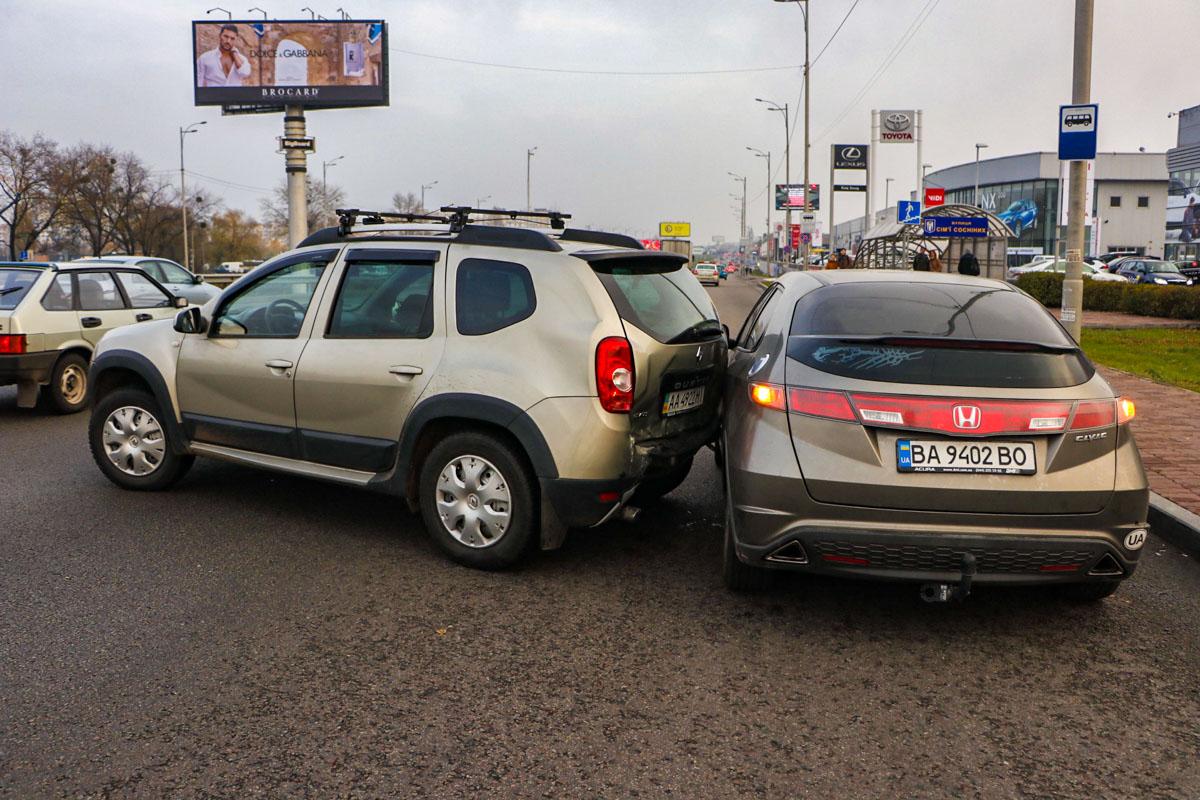Повреждения получили три автомобиля