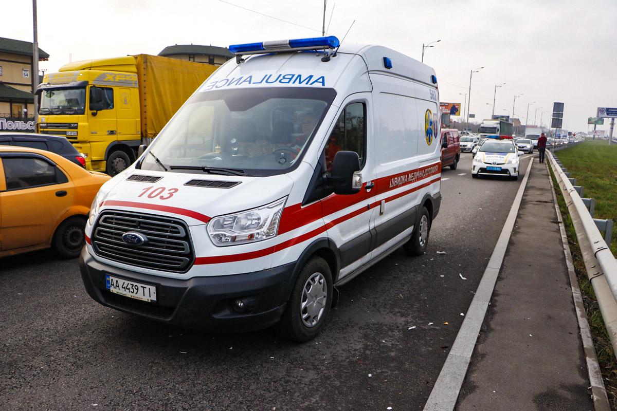 Двоих мужчин госпитализировали в больницу