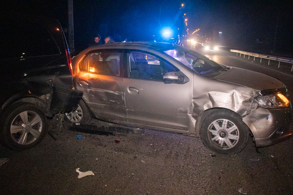 Когда на место прибыли правоохранители, участники аварий долгое время не могли внятно объяснить, что произошло