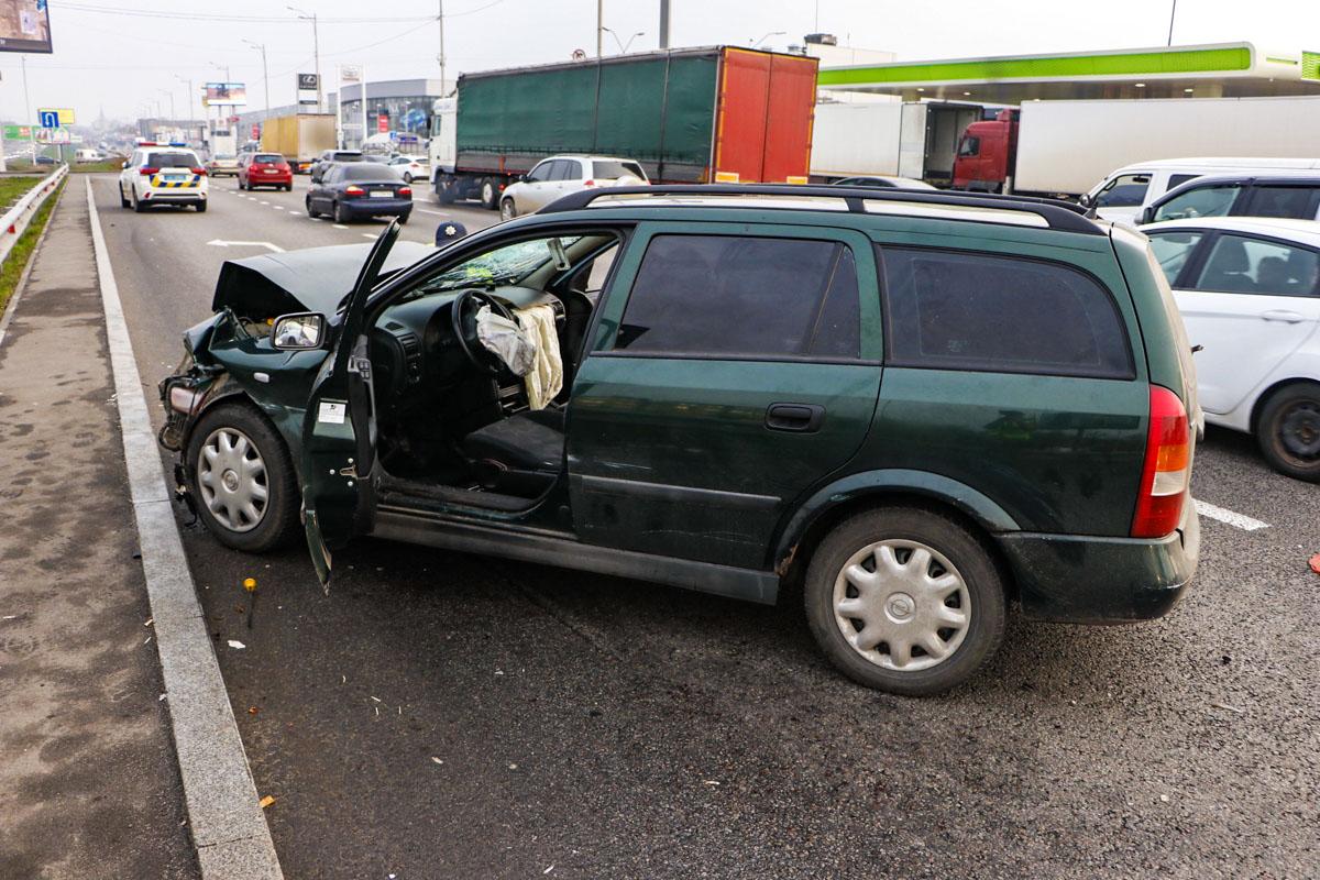 10 ноября в Киеве на большой кольцевой дороге, в районе улицы Семьи Сосниных, произошло ДТП с пострадавшими