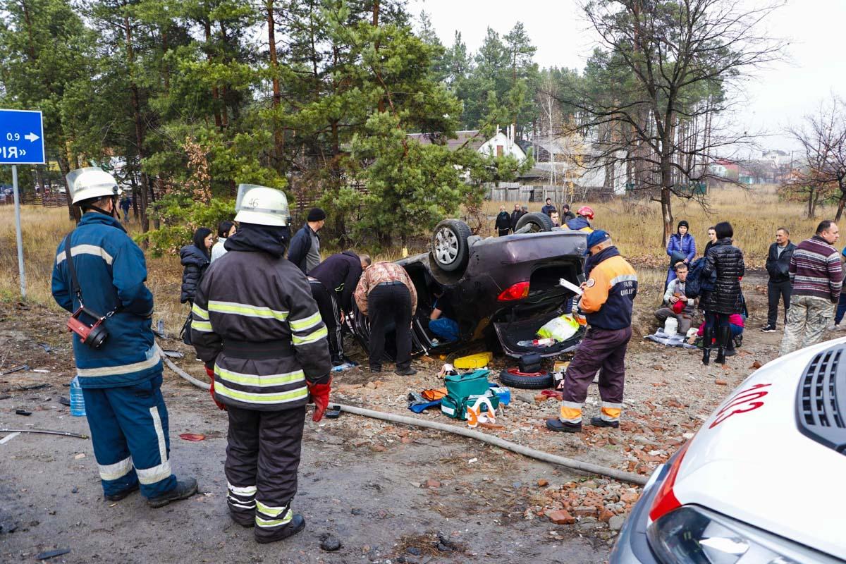 Еще одну пассажирку и водителя извлекли спасатели