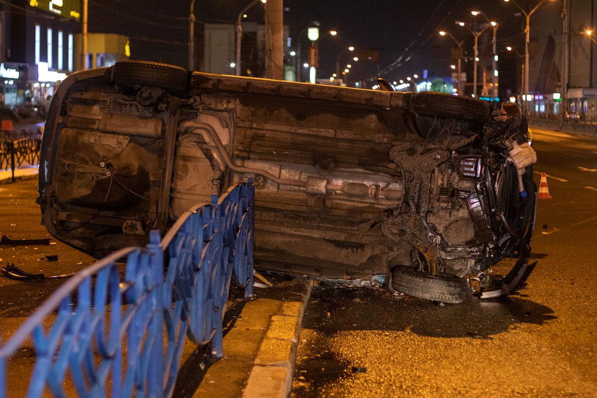 На момент аварии в салоне такси не было пассажиров, а водитель был пристегнут