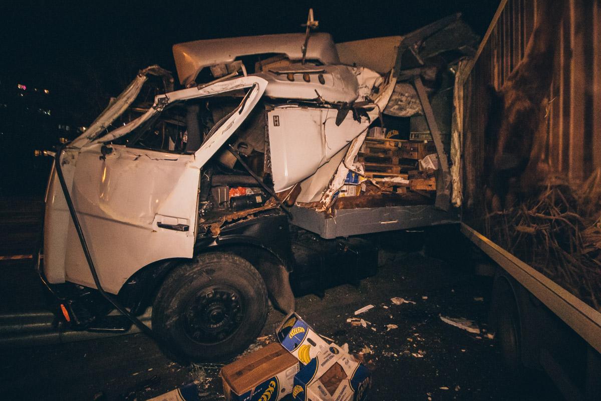 МАЗ протаранил 7 легковых автомобилей и грузовик
