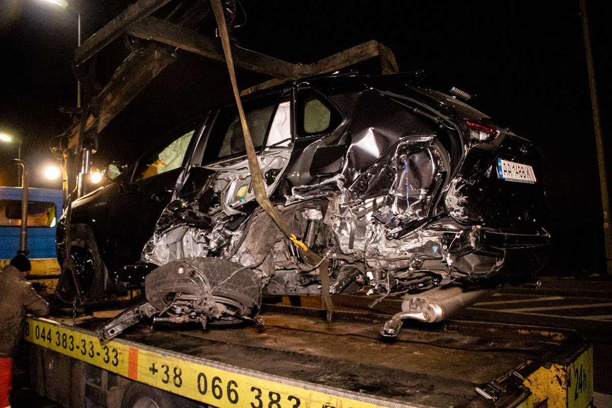 В Киеве на Набережном шоссе произошла авария с участием четырех автомобилей